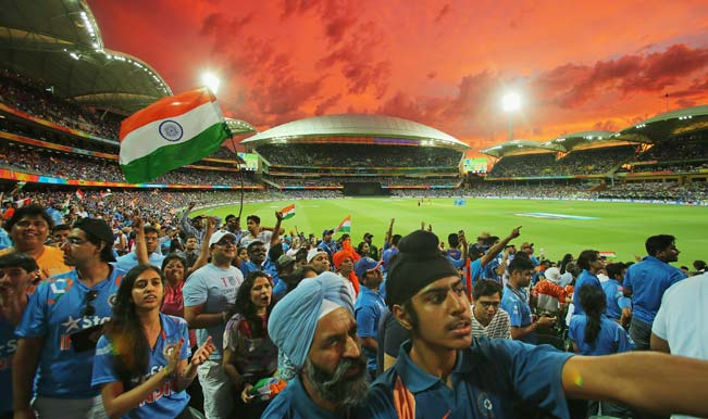indian-fans-in-the-crowd-wait-for-a-drs-decision-to-display