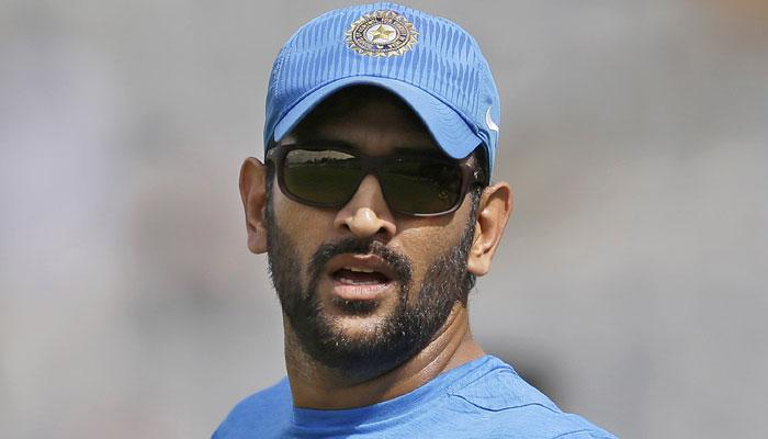481658-ms-dhoni-sunglass-look