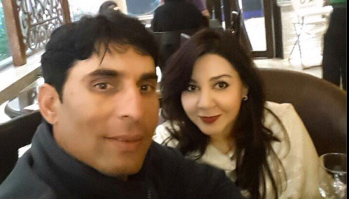 522679-misbah-with-wife-uzma-700
