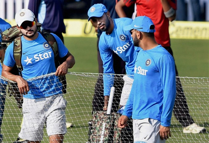 indian-captain-ms-dhoni-with-teammates-manish-pandey-hardik-pandya-during-a-training-session_1477453687180