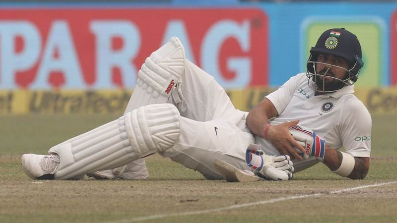 Virat-Kohli-took-rest-on-the-ground-in-Kotla