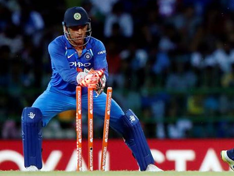 ms-dhoni-stumping-maxwell