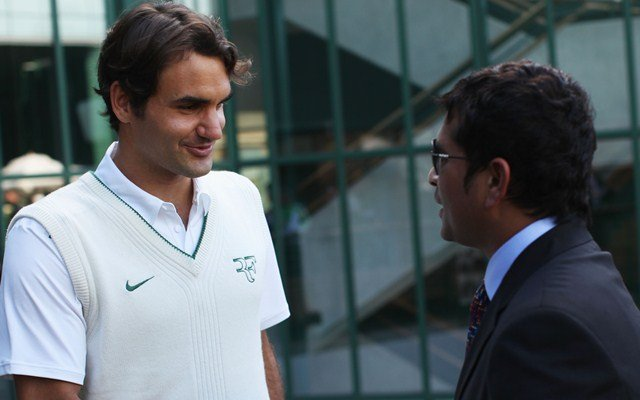 LONDON, ENGLAND - JUNE 25:  Cricket player Sachin Tendulkar (R) shakes hands with tennis player Roger Federer on Day Six of the Wimbledon Lawn Tennis Championships at the All England Lawn Tennis and Croquet Club on June 25, 2011 in London, England.  (Photo by Oli Scarff/Getty Images)